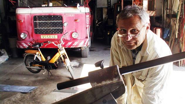 Firma Josefa Fuska se zabývá výškovými pracemi v létě, ale i v zimním období.