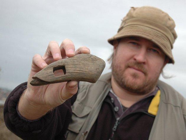 Archeologický průzkum pískovny odhalil hlavu 2,5 tisíce let starého kladívka z paroží