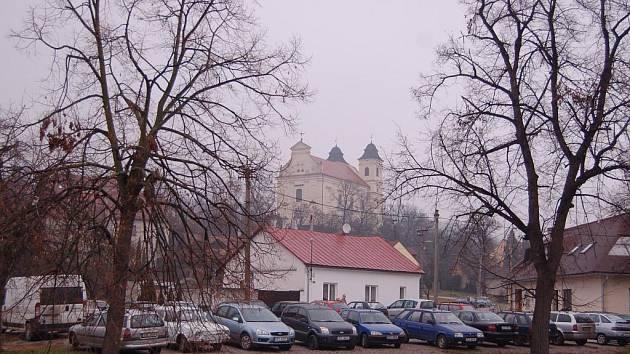 Parkoviště za Olšavou se změní do podoby náměstí.