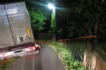 Dopravní nehoda kamionu na Stupavě.