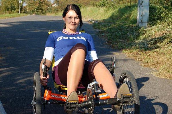 Redakce Slováckého deníku se vydala do terénu a otestovala, jak se jezdí na lehokolech.