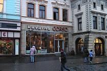 Corso společně se Stanclovou lékárnou tvoří starobylé jádro Masarykova náměstí.