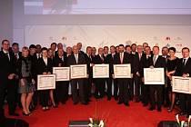 Agentura Czechinvest označila Podnikateský inkubátor v Kunovicích za třetí nejlepší high-tech podnikatelskou stavbu roku 2011. Na snímku zástupci oceněných všech kategorií.