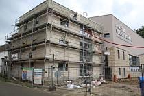 Dokončování stavby Cyrilometodějského centra ve Starém Městě.
