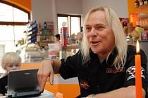 Zpěvák skupiny Uriah Heep Bernie Shaw v Uherském Brodu