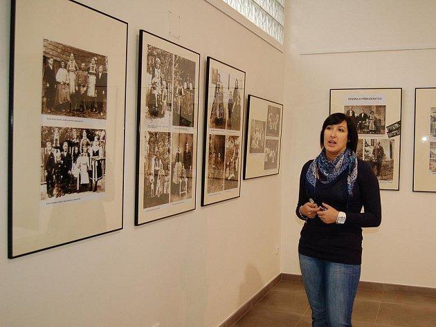 Výstava vzácných fotografií byla zahájena minulý týden v Hlavní budově Slováckého muzea. Představuje výběr z díla zajímavé, i když už pozapomenuté osobnosti slováckého regionu, Františka Horenského (1886 – 1933).