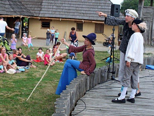 Dětské kočovné divadlo Kyjov v Archeoskanzenu Modrá