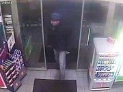 K loupežnému přepadení došlo ve čtvrtek 10. ledna pod 22. hodině v prodejně benzinové čerpací stanice v ulici Tř. Vítězství v Kunovicích. Pachatel, který obsluze vyhrožoval s nožem v ruce, si odnesl čtyři tisíce korun.