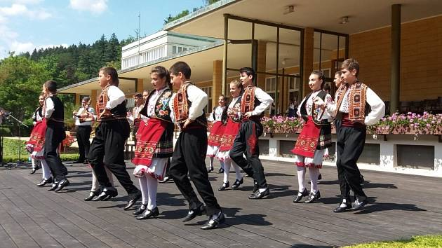 Z Kunovic si do luhačovických lázní si odskočily potěšit milovníky folkloru tři dětské soubory.
