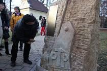 V Uherském Brodě u zvonkohry odhalil Petr Bilavčík společně se členy PTPáků pomník na památku tisíců mladých mužů, které nechal komunistický režim internovat jako zločince.