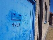 V rohovém rodinném domě na ulici Metodějova ve Starém Městě se v pátek 28. července ozývala střelba. Proti šedesátiletému muži musela zakročit zásahová jednotka policistů.
