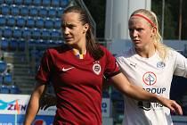 Fotbalistky Slovácka (v bílých dresech) ve šlágru 4. kola I. ligy žen podlehly pražské Spartě 1:3.