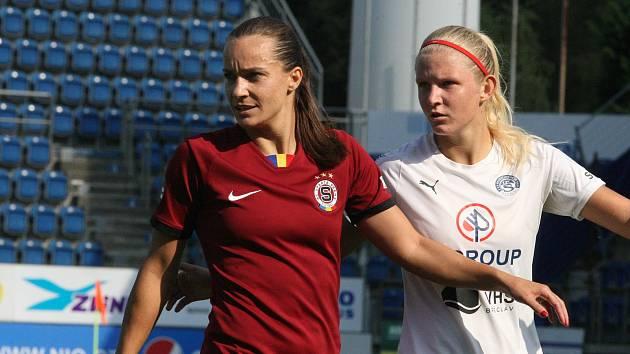 Fotbalistky Slovácka (v bílých dresech) ve šlágru podlehly pražské Spartě 0:1.