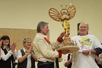 Veselá nálada vládla v sobotu večer při ochutnávání pálenek a vyhodnocení 18. ročníku soutěže Včelarská baňka.