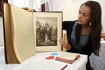 Unikátní putovní výstava Bible včera, dnes a zítra ve Felixově sále v Jezuitské koleji v Uherském Hradišti.