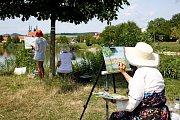 Protože krajiny malovali amatérští malíři venku, venku se uskutečnila vernisáž jejich obrazů.