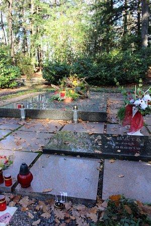 Lesní hřbitov Zlín: Tomáš Baťa (18761932), Marie Baťová (18931954), Tomáš Baťa junior (19142008).