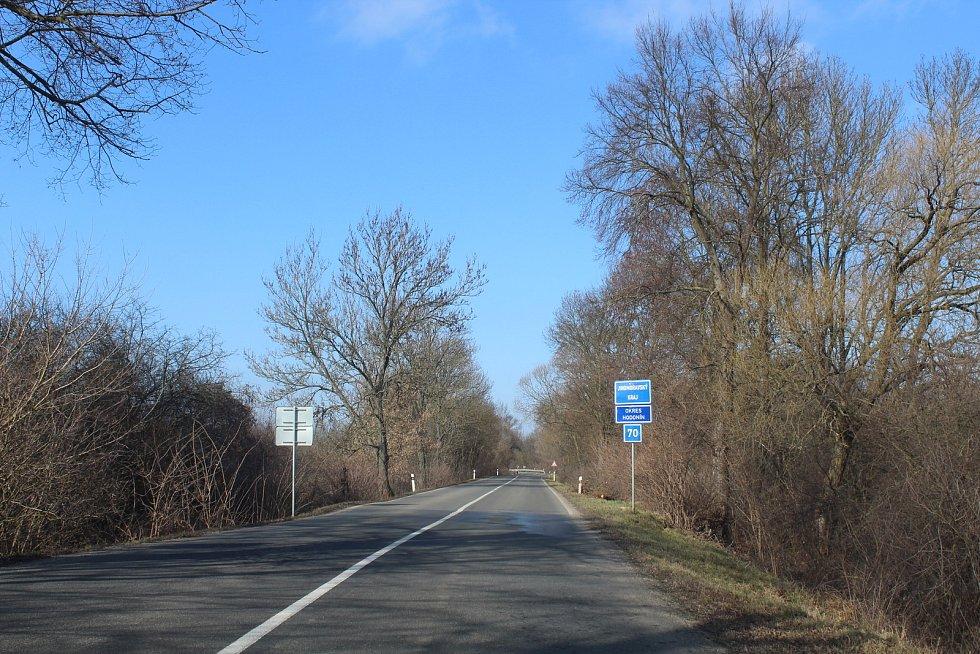 Hranice mezi Zlínským a Jihomoravským krajem nedaleko Uherského Ostrohu a Moravského Písku.