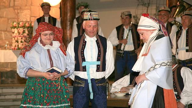 Rekonstrukce tradiční svatby ze Strání.