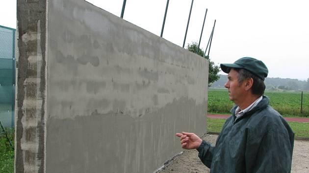 Tenisová stěna bude sloužit k tréninku.