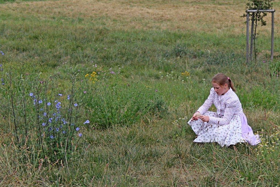 NA ROCHUSU. V příměstském táboře U tetiček na dědině neměly děti ani jejich tetinky na nudu čas.