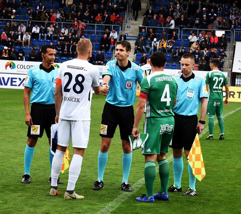 Fotbalisté Slovácka (v bílých dresech) remizovali s pražskými Bohemians 1905
