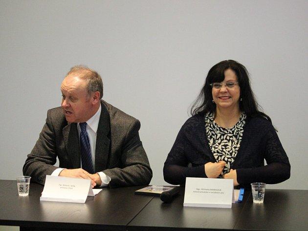 Ministryně práce a sociálních věcí Michaela Marksová navštívila na pozvání poslance Antonína Sedi Uherské Hradiště. Během svého pobytu navštívila například společnost Altech či chráněnou dílnu Lidumila.