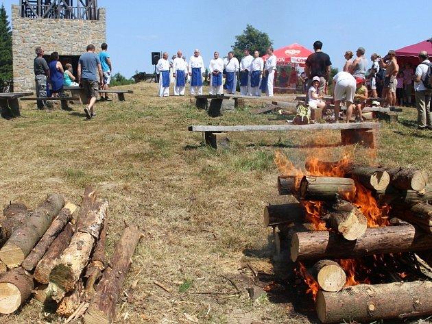 Na vrcholu Velkého Lopeníku se v sobotu 18. července uskutečnilo tradiční setkání Čechů a Slováků.