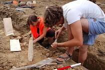 Archeologové mají radost. U Březolup našli velké množství předmětů.
