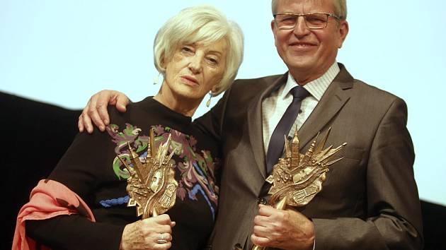 Slavnostní předávání Cen města Uherského Hradiště za rok 2015 pro pro Pavla Štulíře a Anastázii Majíčkovou.
