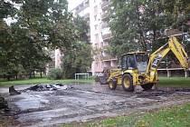 Novou podobu by v nejbližší době mělo dostat i hřiště u domu 1051 ve Štěpnicích. Některé další podobné plochy ale město zruší a osadí trávníkem.