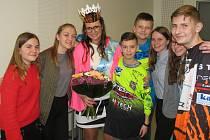 Vítězný tým. Děti ze ZŠ Kunovice, U Pálenice se radovaly z vítězství své oblíbené učitelky Pavlíny Strýčkové, o které se samy velkou měrou zasloužily.