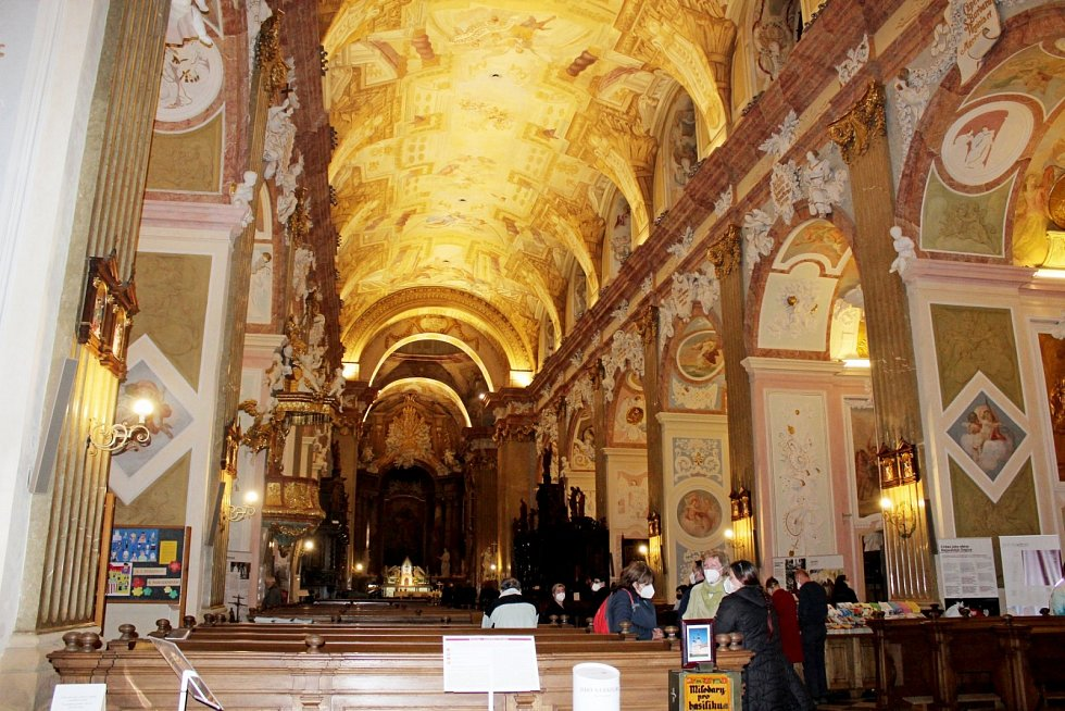 Velehradská bazilika se v pátek večer zapojila podeváté do celostátní akce Noc kostelů.