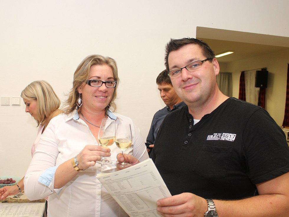 V pořadí čtvrtý Košt burčáku a vína se v sobotu 23. září konal v Obecním domě v Drslavicích.