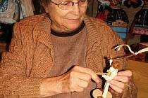 Ludmila Kočišová při práci.