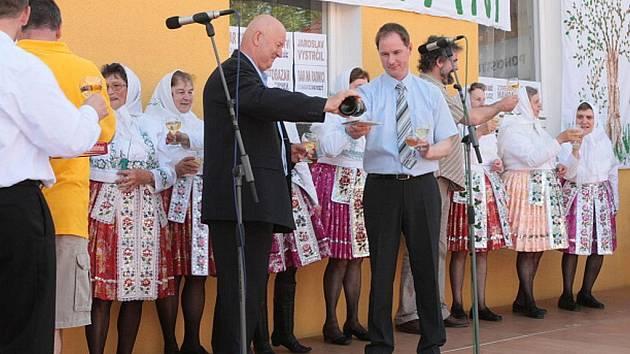 Třešničkou na dortu byl křest nového cédéčka Plkotnic. Toho se ujal starosta Suché Loze Petr Gazdík a vlčnovský starosta Jan Pijáček