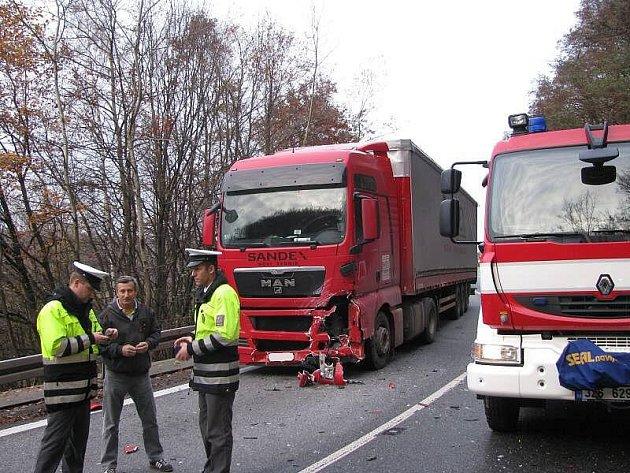 Tragická nehoda v buchlovských kopcích, řidička nepřežila srážku s kamionem