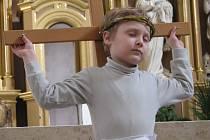 Ukřižování Krista nacvičily děti z mateřinky už podeváté.