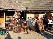 Posledních pět dnů měsíce února a první tři březnové dny měli tvůrci filmu Cyril a Metoděj – Apoštolové Slovanů, vyhrazeny pro natáčení scén v místech, kudy kráčely dějiny Velké Moravy, a to v Archeoskanzenu Modrá a v jejím i velehradském extravilánu