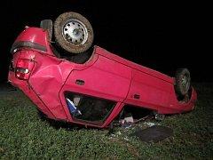 Bez vážných zranění se obešla dramaticky vypadající srážka dvou osobních aut v pátek 28. října před 18. hodinou u Nedakonic.
