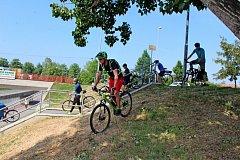 GASTROTOUR. Cyklisté v sobotu poznávali na Slovácku krásy přírody, gastronomii i víno.