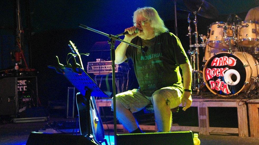 Koncert v Buchlovicích  musel kvůli dešti Vladimír Mišík těsně v závěru ukončit