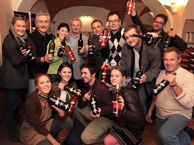 Divadelníci si nechali vyrobit vína podle budoucích premiér divadla