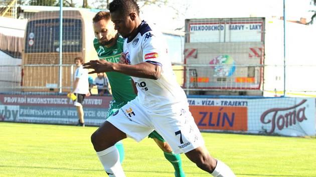 1. FC Slovácko. Francis Koné ( v bílém), který je v klubu na zkoušce.