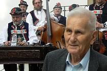 Jaromír Nečas uvádí loňské festivalové matiné na zámku v Uh. Ostrohu.