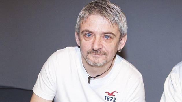 Na otázky odpovídal herec Michal Suchánek s vtipem sobě vlastním.
