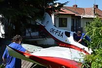 Padající letadlo naštěstí nikoho nezranilo.