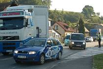 Srážka kamionu s osobním vozem ve Valašském Meziříčí.