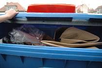 Právě v tomto kontejneru, mezi odpadky, našla policejní hlídka odřezanou hlavu.