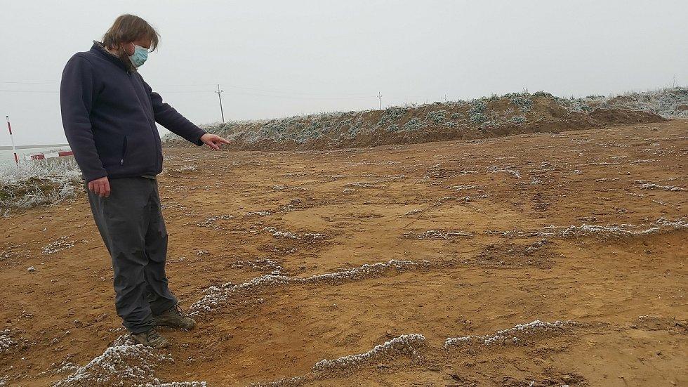 Záchranný archeologický výzkum při stavbě dálnice D55 mezi Babicemi - Starým Městem a první drobné nálezy